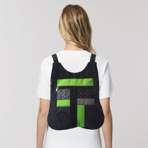 mochila-verde-artesano-espalda